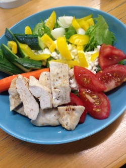Kana ja kasvikset viikon ruokalistan kingit.